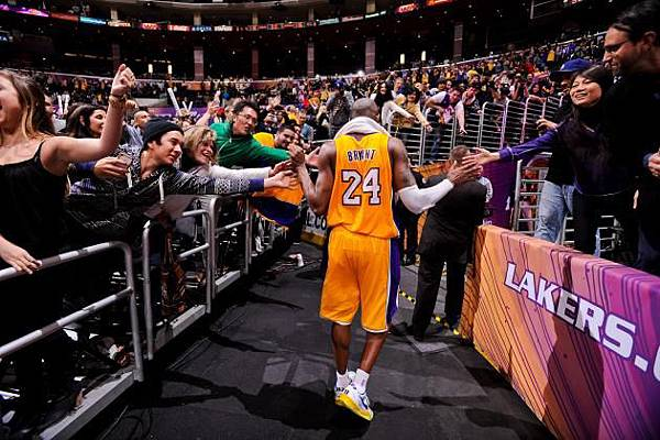 hi-res-163387417-kobe-bryant-of-the-los-angeles-lakers-greets-fans-after_crop_north