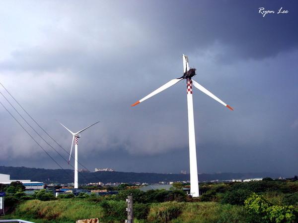 被吹壞的大風車