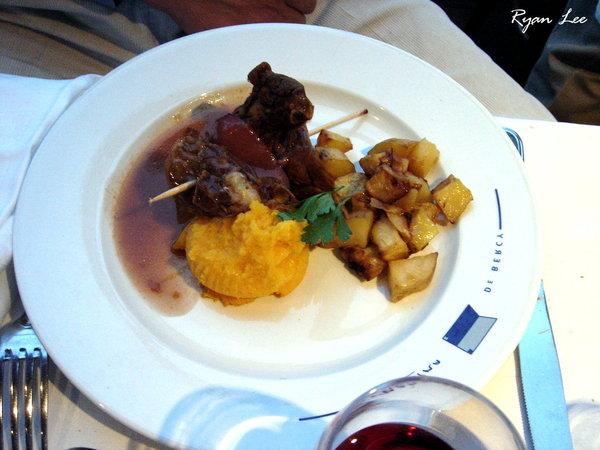 主菜-法國巴黎塞納河遊船上
