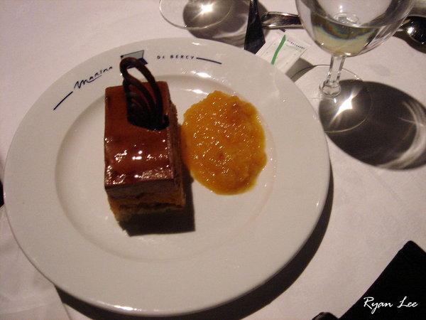甜點-法國巴黎塞納河遊船上