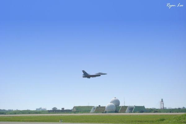 F-16起飛