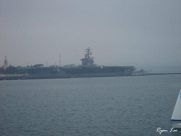 20051222094航空母艦.JPG