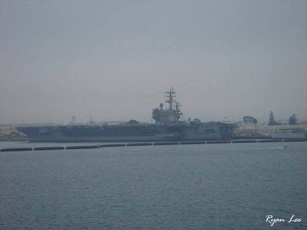 20051222095航空母艦.JPG