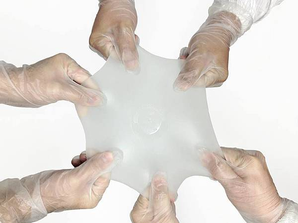 Motiva-Ergonomix-on-kõige-elastsema-kestaga-implantaat-maailmas.-Mida-elastsem-on-implantaat-seda-väiksema-ava-kaudu-saab-seda-sisestada-ning-seda-väiksemad-armid-jäävad-patsiendile.-.jpg