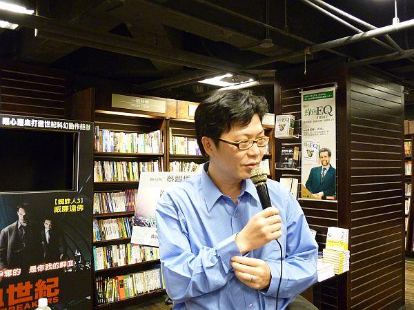 蔡智恒在西門 001_s.jpg