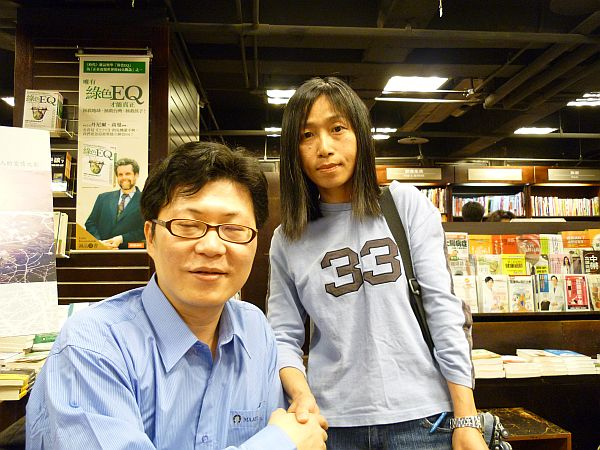 蔡智恒在西門 006_s.jpg
