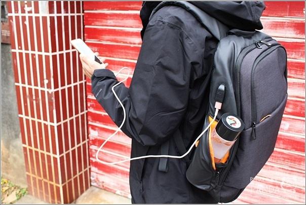 UTmall 防盜USB充電背包 (6)