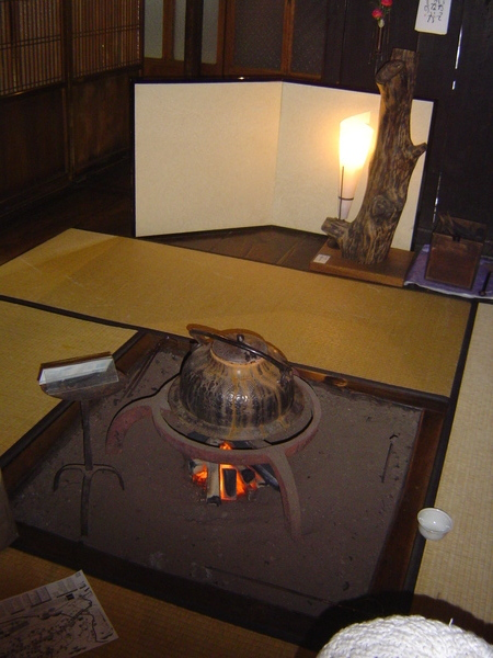 還可在地爐旁喝熱茶~呼