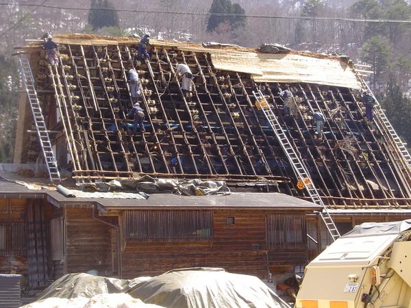 難得遇見的一年一次換屋頂