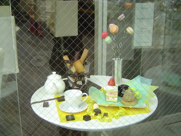 洋菓子店的櫥窗擺飾