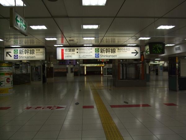 空蕩蕩的東京車站
