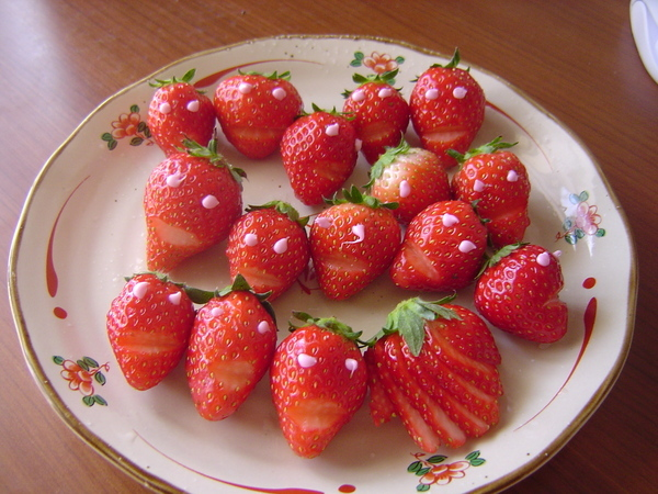 草莓人~~好像有點恐怖