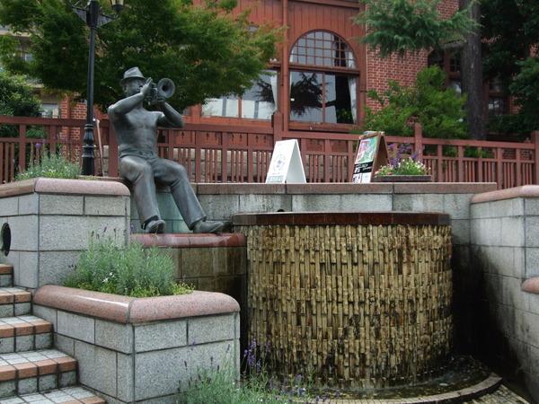 神戶到處都是逗趣的銅像