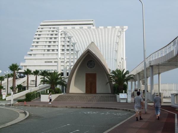 港邊饅頭飯店,還有結婚用教堂