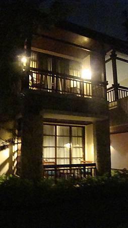 這飯店裡的房型都是兩樓式建築