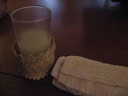 chenk in 時還會遞上冰毛巾跟飲料,好貼心