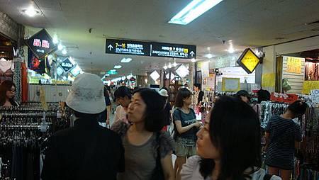 江南地下街是雨天購物的好地方
