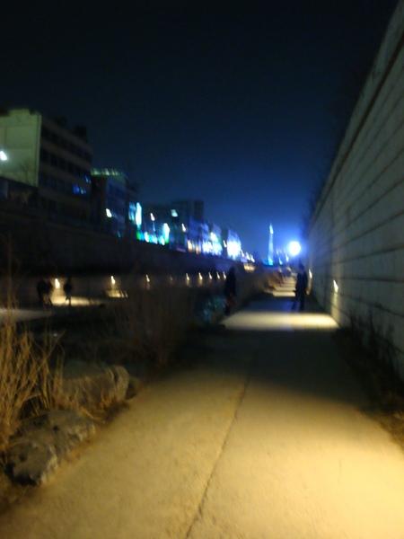 夜走清溪川