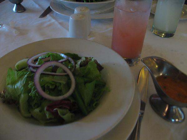 沙拉+現榨紅石榴汁