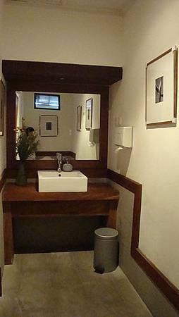 這餐廳的廁所是這次在巴厘島看到最舒適乾淨的