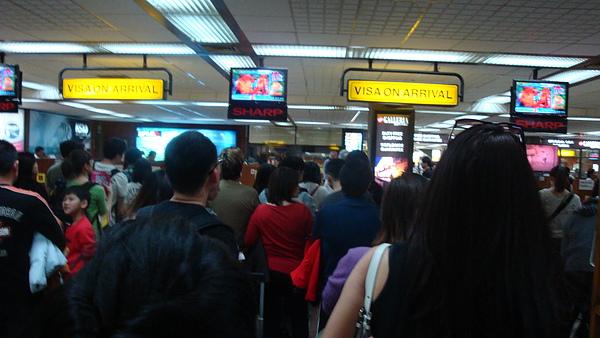 檢查護照排得有夠久