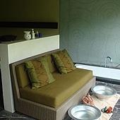 洗腳區旁邊是浴缸