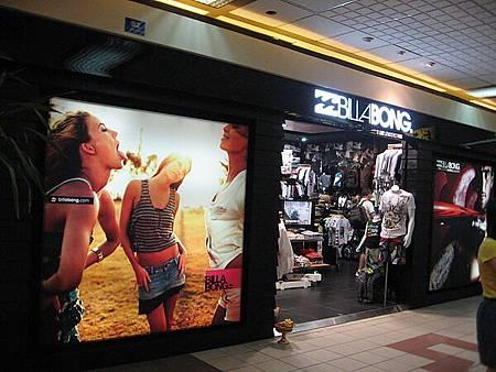 很愛這家店!賣的都是夏天運動服飾用品還有這式比基尼