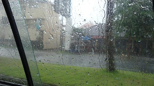 巴厘島的雨來的快去的也快