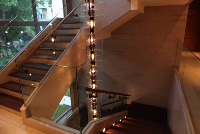 魚骨造型樓梯