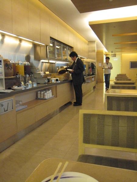 華航貴賓室取餐櫃檯