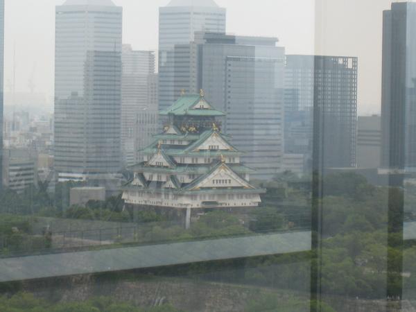 大阪歷史博物館窗外看出的大阪城