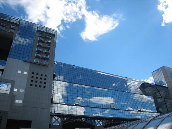 隱沒在雲間的京都車站