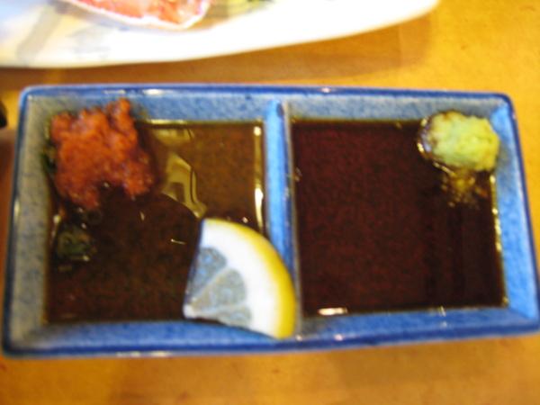 生蟹腳沾醬兩種