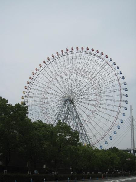 海遊館瀕臨大阪港的摩天輪