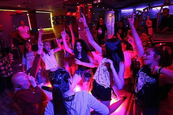 Services2-Party-8-12-etwn-xoros-01-8587064125289827888-s0.jpg