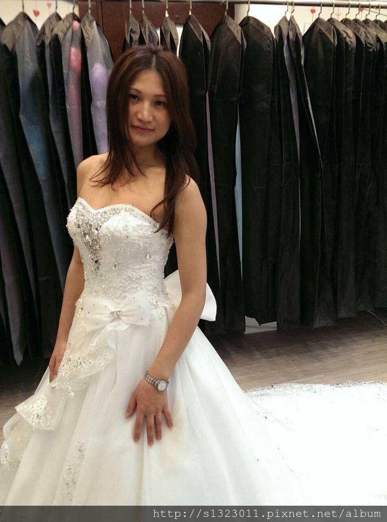 【伊頓自助婚紗工作室挑選禮服】禮服出租推薦