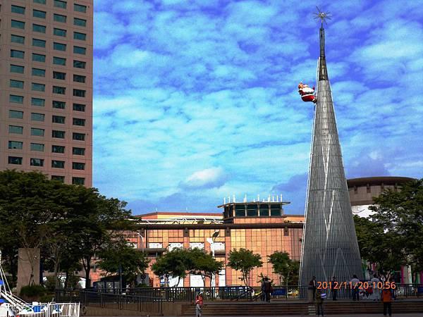 2012新北市歡樂耶誕城 全國最高35公尺耶誕樹