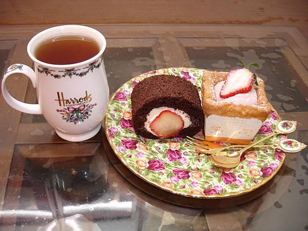 樂田麵包屋.草莓巧克力蛋糕捲、草莓戚風杯+TWININGS.大吉嶺紅茶