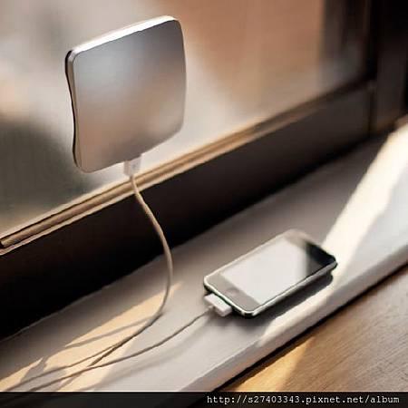 貼在窗上的時尚充電器