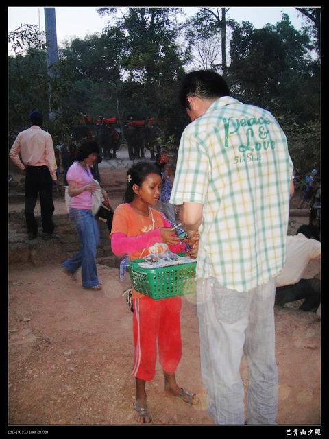 1663913872-在吳哥窟 一直會看到小朋友來賣東西