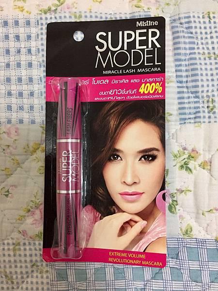 泰國開架彩妝中評價很高的Mistine睫毛膏,199B,買了一支玩玩。