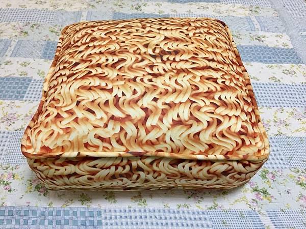 席娜卡琳夜市買的泡麵枕,580B。