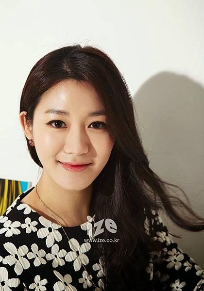 Lee Da In - Ize Magazine February 2014 (2)