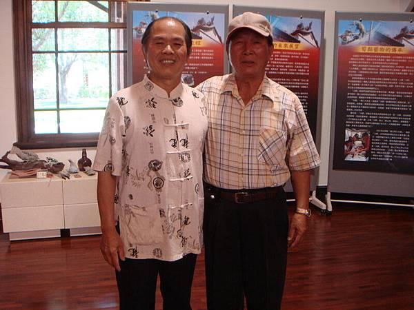 09年總爺展 曾文家商社團蒞臨  火獅與陳老師和照.JPG