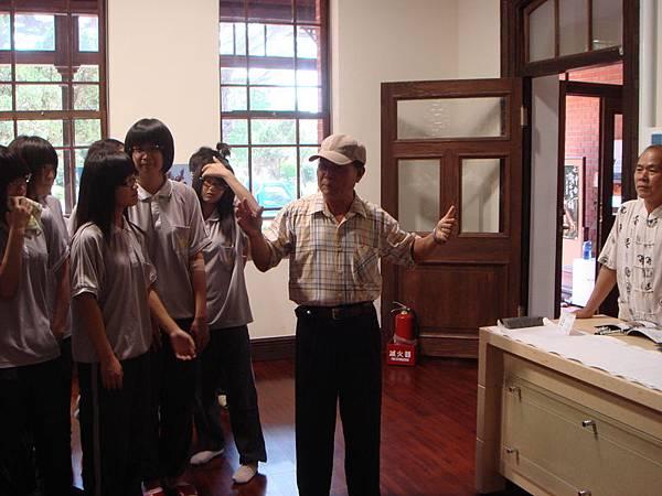 09年總爺展 曾文家商社團蒞臨 陳老獅介紹麻豆文化.JPG