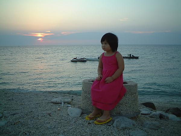 芳桂女兒於吉貝夕陽.jpg