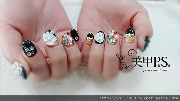 粉雕花指甲