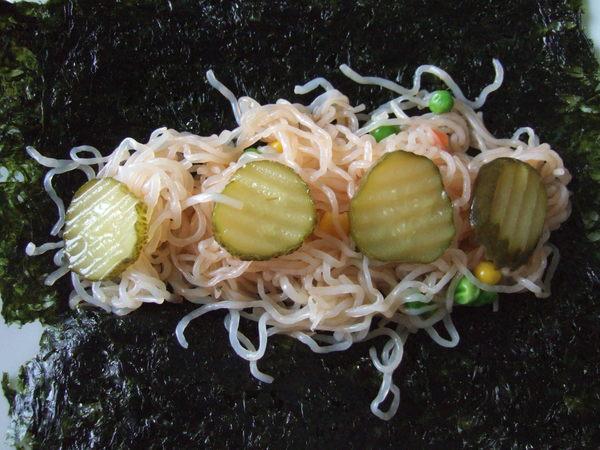 第一捲~甜辣醬蔬菜蒟蒻麵海苔捲(構造)