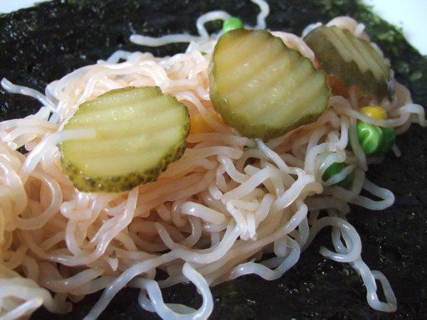 甜辣醬蔬菜蒟蒻麵海苔捲(局部)