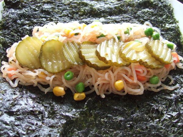 第二捲~甜辣醬蔬菜蒟蒻麵海苔捲(構造)